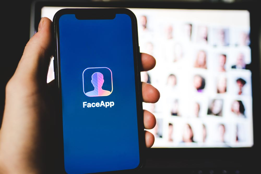 Read this before you use the alter-age FaceApp (Artificial Intelligence App)